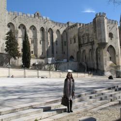 я на фоне Папского дворца